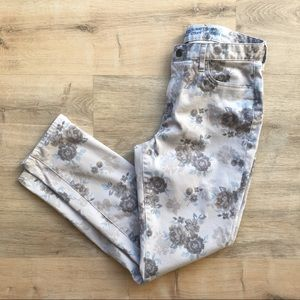 Adorable skinny floral pants by GAP size 10
